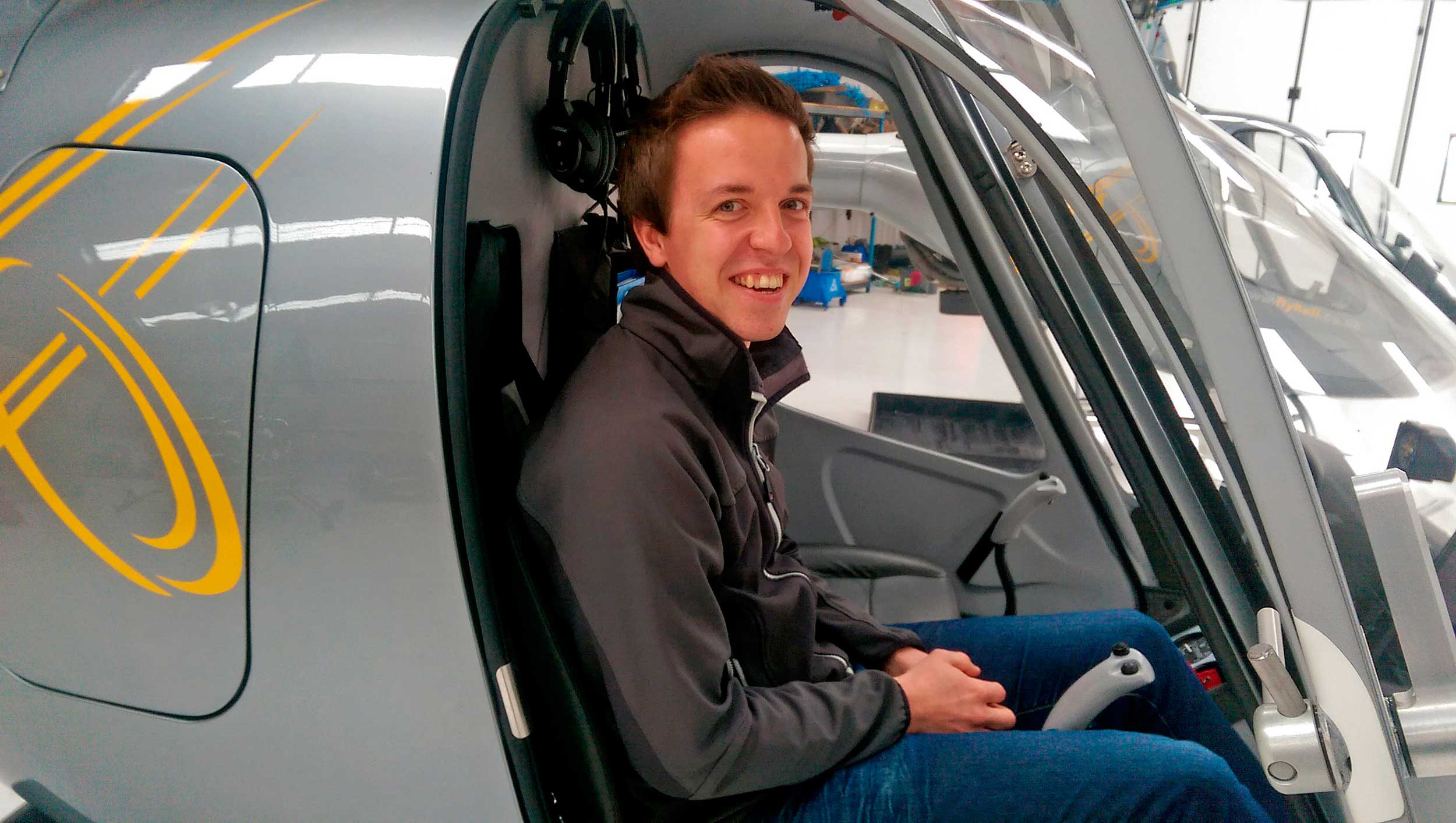 Helicentre flying scholarships