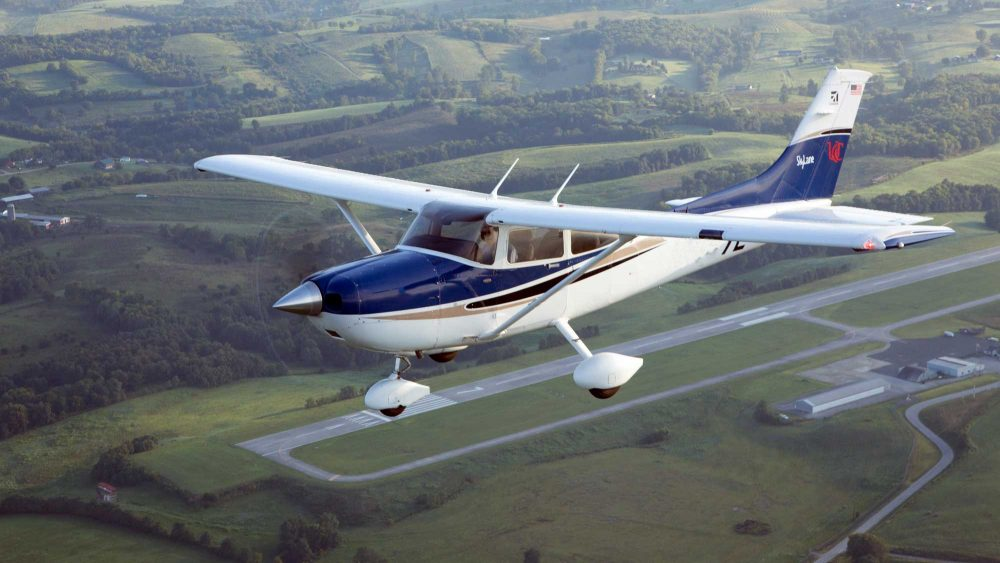 Cessna 182 Continental engines