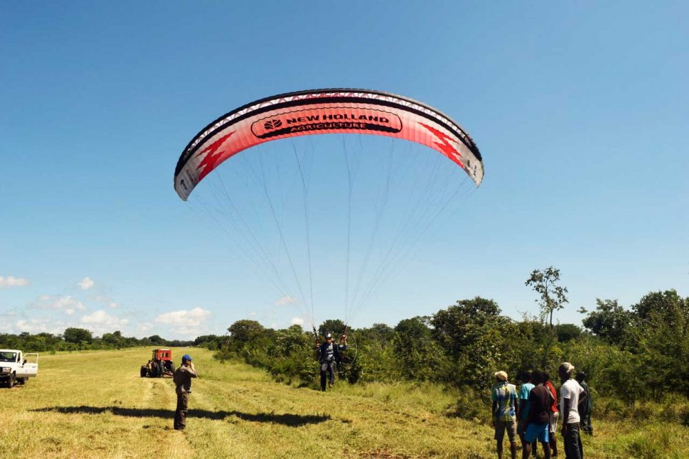 Africa's park rangers training to fly paramotors - FLYER
