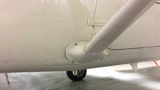 Cessna strut