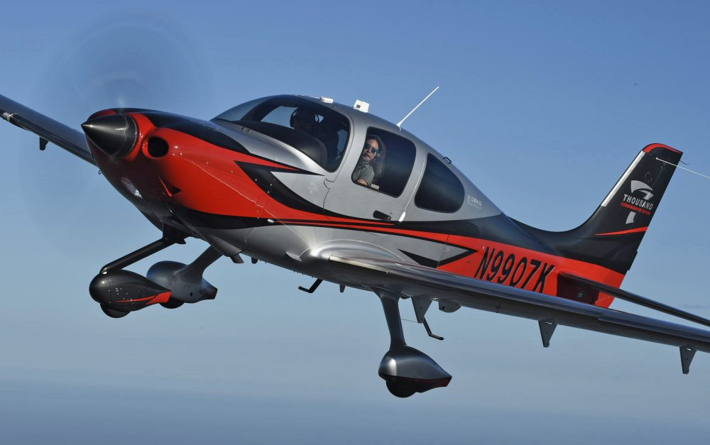 cirrus celebrates 7 000th sr with limited editions flyer