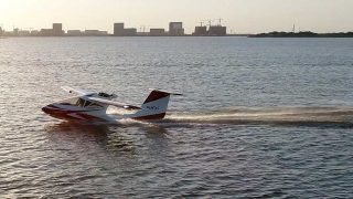 Oxai Amphibious aircraft