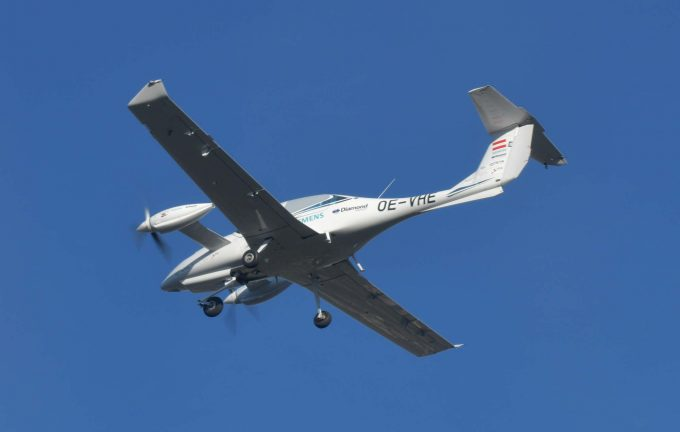 Diamondmulti engine hybrid aircraft