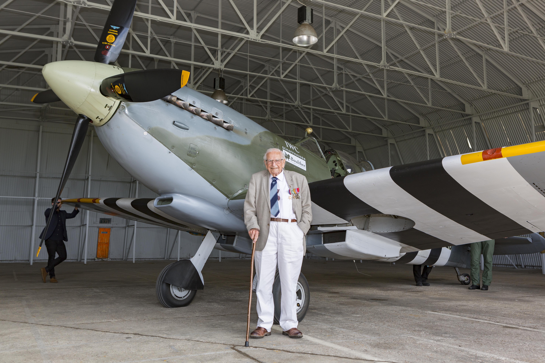 Sqn Ldr Alan Frost & Spitfire