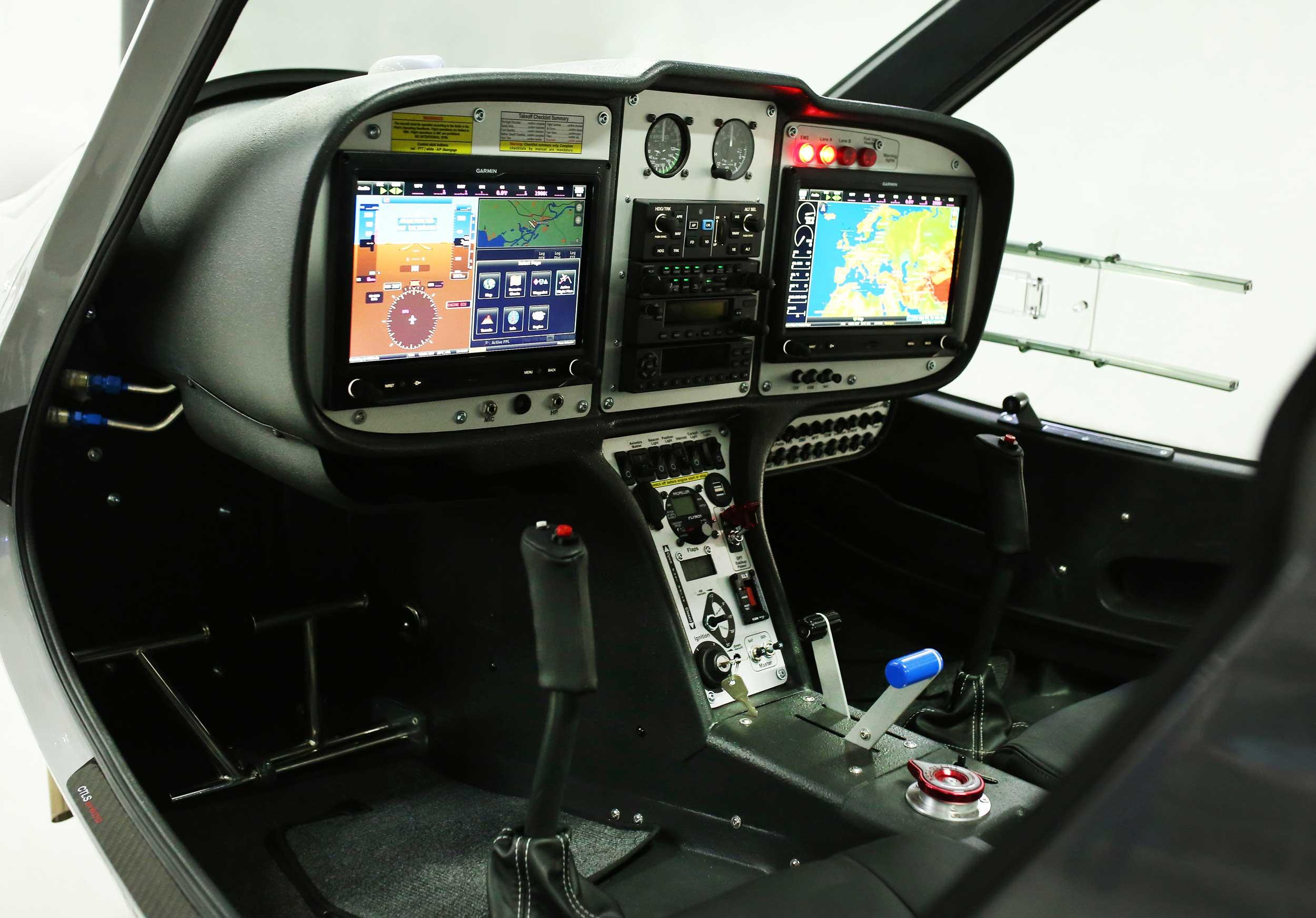 Flight Design CTLS cockpit