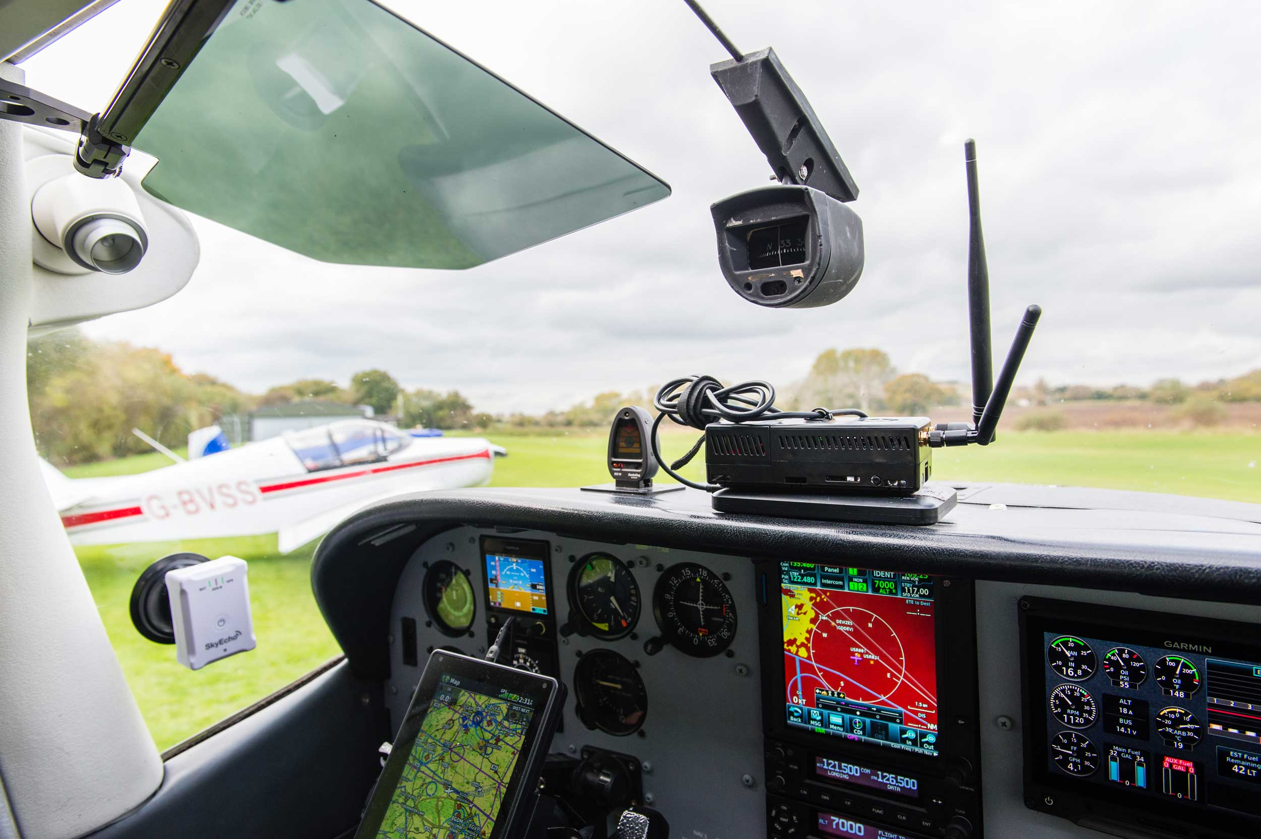 Cessna 182 PAW antenna